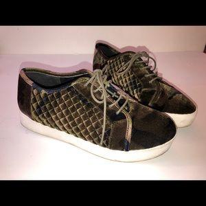 Womens Camoflauge Velvet Shoes. Vero Moda. Size 8